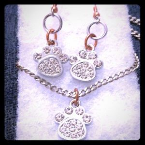 Paw print 🐾 earrings and necklace silver